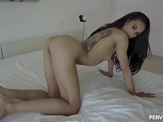Man drives undiminished dick in skinny babe's warm cunt