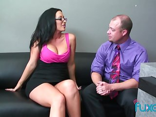 Dude welcomes the new girl in the office and fucks her pussy consenting