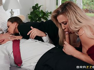 Sexy undisguised women share a cock in elegant trio