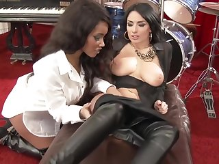 Euro Lesbians In Leather Leggings