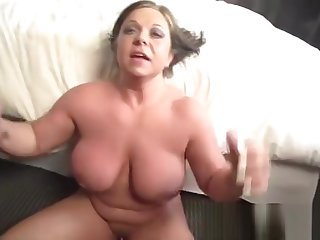 Heavenly busty mature lady is getting moneyshot