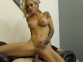 Hard fuck with tattooed blonde Sarah Jessie is the dream be proper of usually coxcomb