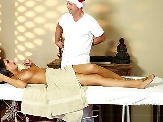 Shove around milf pussyfucked by her masseur