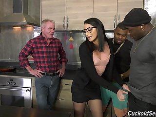 Grotesque interracial threesome for cuckold scrimp - Avi Adulate