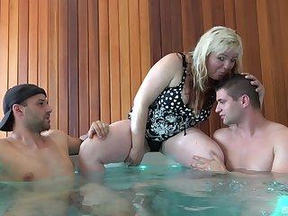 BBW mature amateur Martina pleasures two discomfit hard dicks in a jacuzzi